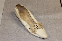 Image of 89.4.001a right shoe