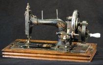 Image of 1998.023.0708 - Machine, Sewing