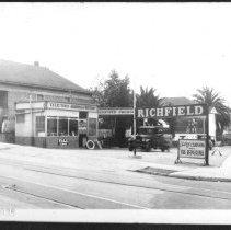 Image of 0064A - Richfield Gas Station Figueroa Street