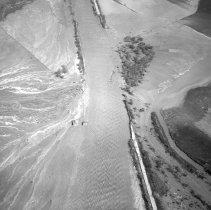 Image of B-190-042 - Break in the Santa Ana levee