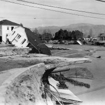 Image of B190StormDiv8-38 - Tujunga Wash flooding