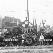 Image of F-1046 - Engineering Department Float
