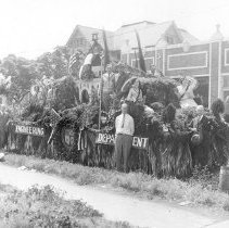 Image of F-1047 - Engineering Department Float