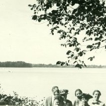 Image of Family Picture Near Lake House View 8 - 2010-06-001.008.548