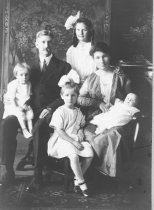 Image of Ernest Wood and family, circa 1918                                                                                                                                                                                                                             - Print, Photographic