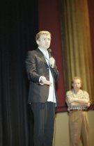 Image of Baz Luhrmann speaking onstage, 2002
