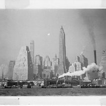 Image of B&W photo Manhattan skyline taken from tug.