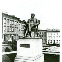 Image of Peabody statue in Baltimore