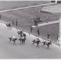 Image of Olden, winning the 1976 Debutante Stakes, Bobby Breen up