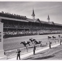 Image of final stretch, 1963 Kentucky Derby