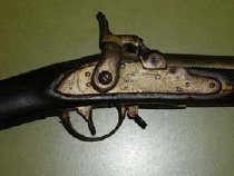 Image of Virginia Manufactory smoothbore .69 caliber percussion musket,  converted from flintlock in 1861. Stampings: Richmond 1814, Virginia Manufactory Location of stampings: lockplate - 2001.0703