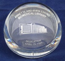 Image of PAM00004 - Eskind Biomedical Library commemorative paperweight