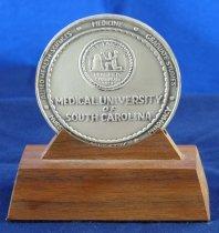 Image of Reverse of guest speaker medal