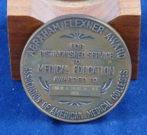 Image of Close-up of Flexner medal reverse