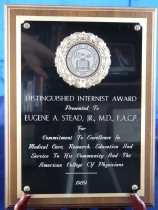 Image of PAM00059 - Distinguished Internist Award