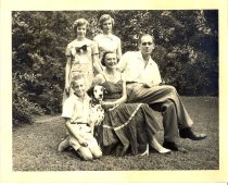 Image of PAM00102 - Stead family in garden
