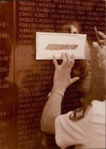 Image of SIC00306 - Member of Veterans Caucus takes sketching at Vietnam Memorial