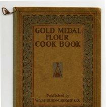 Image of 1989.117.0039 - Gold Medal Flour Cookbook