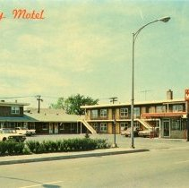 Image of Gateway Motel Postcard - This item is a postcard from the Gateway Motel located at 4657 West 95th Street.  The front has a picture of the motel while the back has details on what the rooms contain.