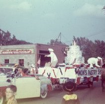 Image of Mom's Pastry Shop Round-Up Float