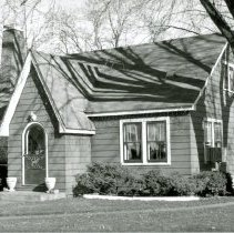 Image of 9525 S. Moody Avenue House - This is a photograph of a house located at 9525 S. Moody Avenue, built by Charles Knudson in 1938.
