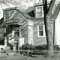 Image of 9517 S. Moody Avenue House - This is a photograph of a house located at 9517 S. Moody Avenue, built by John Latronica in 1939.