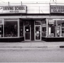 Image of 95th Street Oak Lawn Businesses - This is a photograph of Len Scaduto Driving School located at 4957 W. 95th Street and Enterprise Class Co located at 4959 W. 95th Street.  It features the storefront windows and store signs above.
