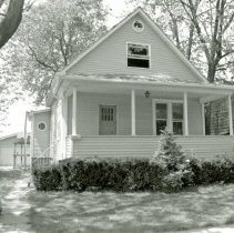 Image of 9444 S. 51st Avenue House - This is a photograph of a house located at 9444 S. 51st Avenue. It was demolished to make way for a parking lot.