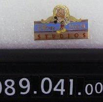 Image of 1989.041.0001 - Pin, Clothing