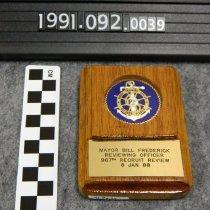 Image of 1991.092.0039 - Piece, Presentation