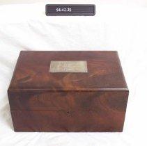 Image of 1994.042.0025 - Box