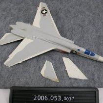Image of 2006.053.0037 - Piece, Display