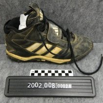 Image of 2002.008.0002a - Cleat, Shoe