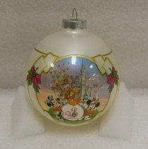 Image of 1992.002.0002 - Ornament, Christmas Tree