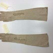 Image of 2008.137.0004-02 - Glove
