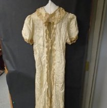 Image of 2007.015.0005 - Gown, Dressing
