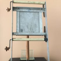 Image of AR_01280 - Metal manual paper-feed teleprompter [c. 1950s]