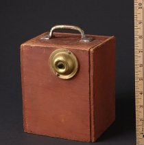 Image of AR_00889 - WGN Scene shop door bell box for Garfield Goose