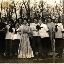 Image of Print, Photographic - Girls - Hutchinson Class of 1915