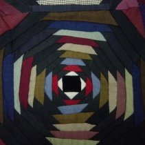 Image of Quilt - Pineapple log cabin quilt