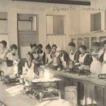 Image of Domestic Science Hutchinson HS c.1914