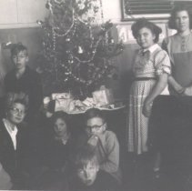 Image of Print, Photographic - District 32 Students with Christmas Tree