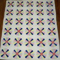 Image of Quilt - Dresden plate quilt