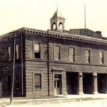 Image of Postcard: City Hall, Hutchinson, Minn