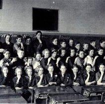 Image of Postcard: Junior High School, Hutchinson, MN