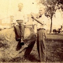 Image of Men and the Hutchinson, MN Stockade Memorial rock-postcard