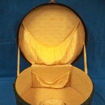 Image of Case, Traveling - Black leather round traveling case