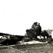 Image of Postcard - Unidentified farmstead-postcard