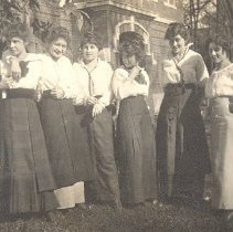 Image of Print, Photographic - Hutchinson Class of 1915 Girls