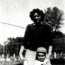 Image of Print, Photographic - Evelyn Kanduth, Frank Kanduth, Judith Anderson, 1947